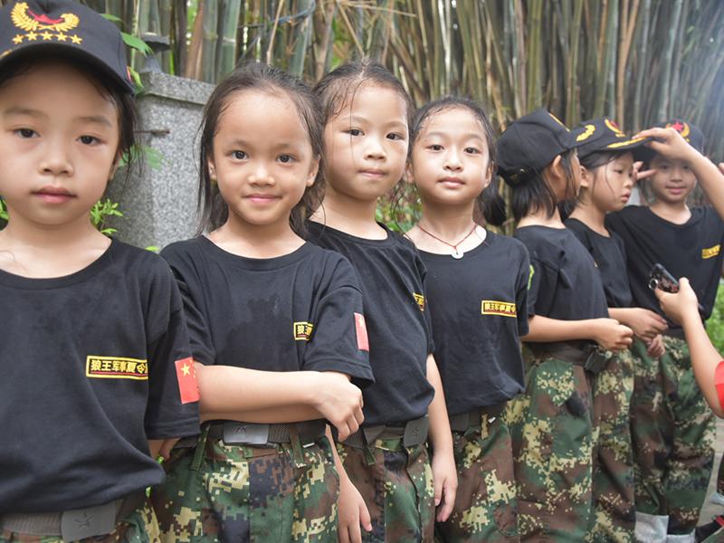「广州狼王军事夏令营」家庭教育的误区