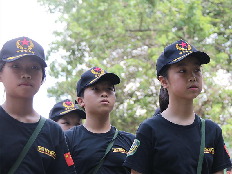 「中小学暑假军事夏令营」教孩子轻松化解考试压力