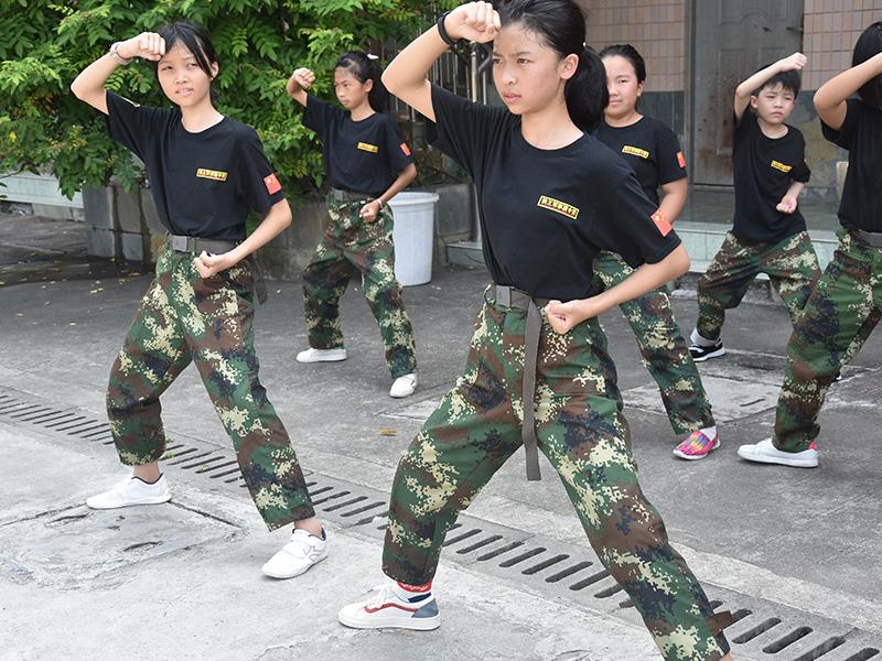 家长必读   放下父母架子平等对待孩子 - 黄埔军校狼王夏令营